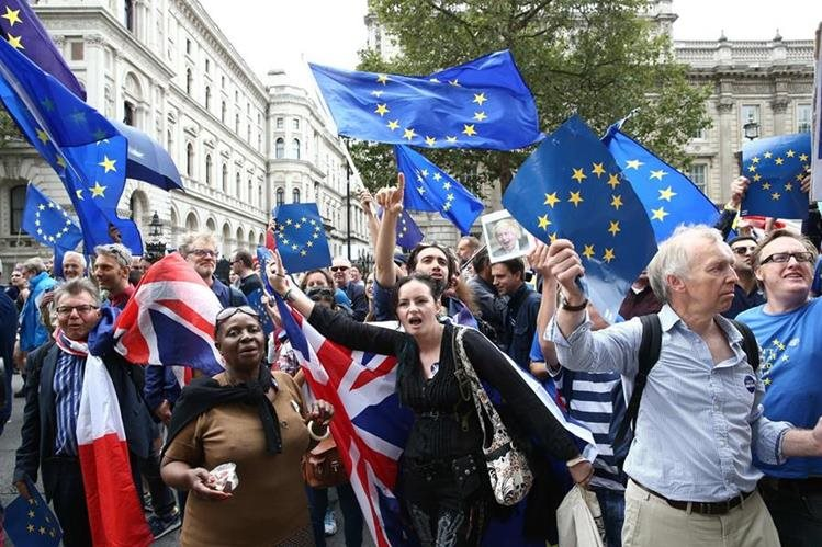Reino Unido inicia negociaciones del Brexit con la UE