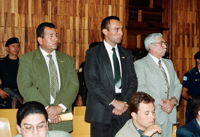 Byron Lima Oliva al momento de ser acusado por la muerte de Monseñor Juan José Gerardi. (Foto Prensa Libre: Hemeroteca PL)