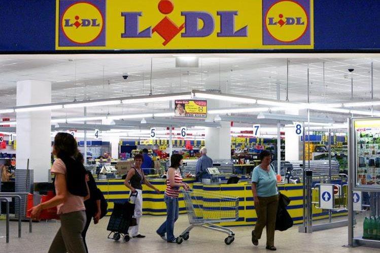 ¡Insólito!: despidieron a un empleado de supermercado por