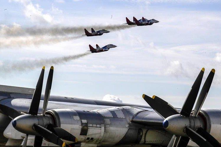 Fuerza aérea rusa, durante maniobras militares. (Foto Prensa Libre: EFE)