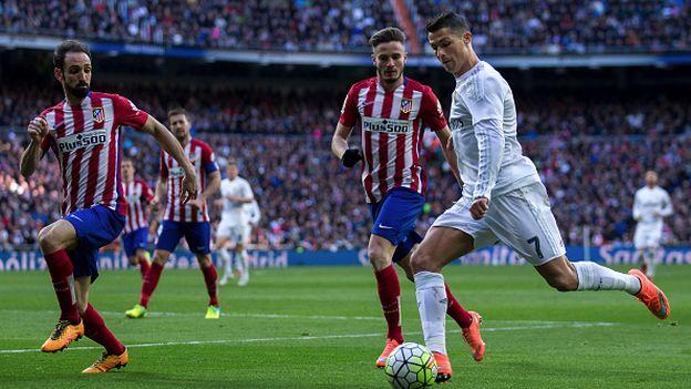 El derbi entre el Atletico de Masdrid y el Real Madrid se jugará este sábado a las 13:45 en el Vicente Calderón. (Foto Prensa Libre: Hemeroteca)