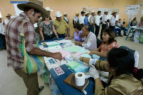 La propuesta de reformas electorales, permitirían solo un periodo de reelección. (Foto Prensa Libre: Hemeroteca)
