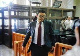 Joaquín Flores luego de escuchar la resolución. (Foto Prensa Libre: Edwin Bercián)