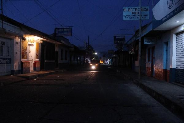 Varias calles de la ciudad de Retalhuleu carecen de alumbrado público.
