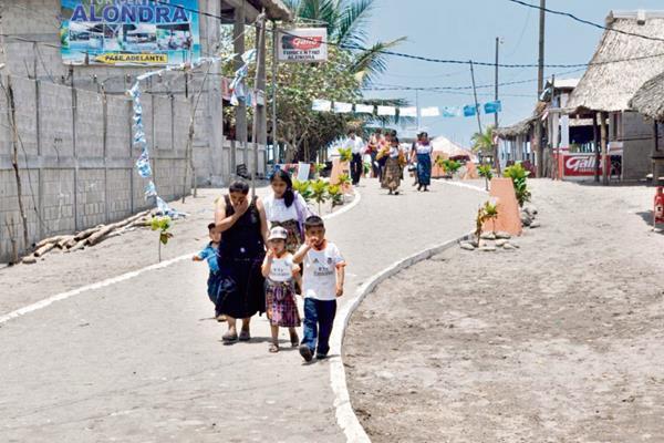Durante seis   días los comercios  en Tilapa, La Blanca, San Marcos, no atendieron. (Foto Prensa Libre: Édgar Octavio Girón)
