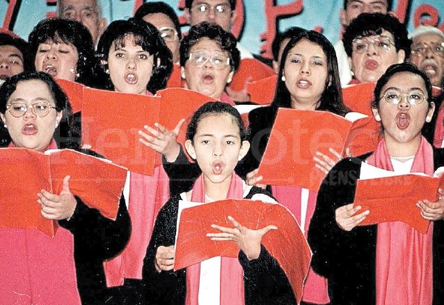 Diferentes coros interpretan villancicos de la temporada. (Foto: Hemeroteca PL)