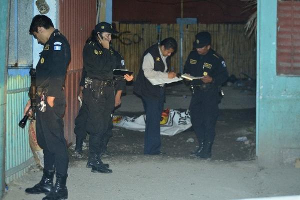 Autoridades  recogen  pruebas     donde murió   Franklin Peláez.