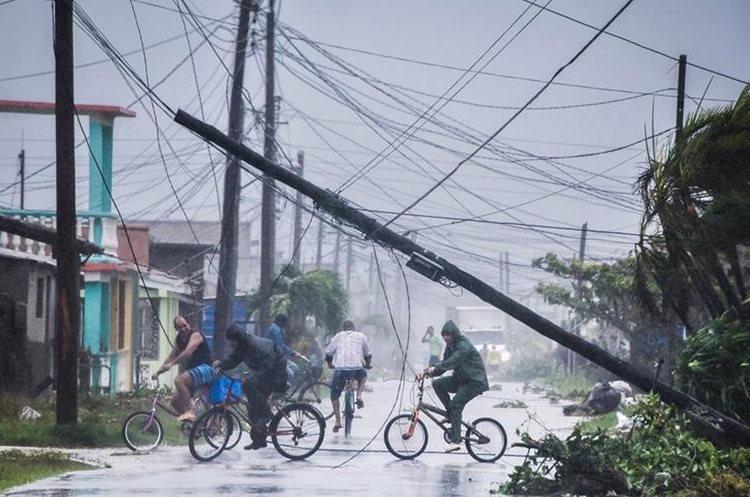 La Habana y Varadero sufrieron los mayores estragos del Huracán Irma. (Foto Prensa Libre: AFP)