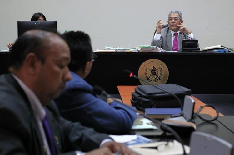 El juez de Mayor Riesgo B, Miguel Ángel Gálvez, realiza audiencia de Efraín Cifuentes Sosa, alias Negro Sosa, acusado de narcotráfico. (Foto Prensa Libre: Paulo Raquec)