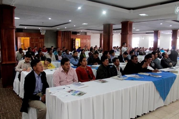 Concejos electos de Totonicapán y de Quetzaltenango participan en taller sobre administración municipal impartida por entidades de gobierno, en Xelajú. (Foto Prensa Libre: María José Longo)