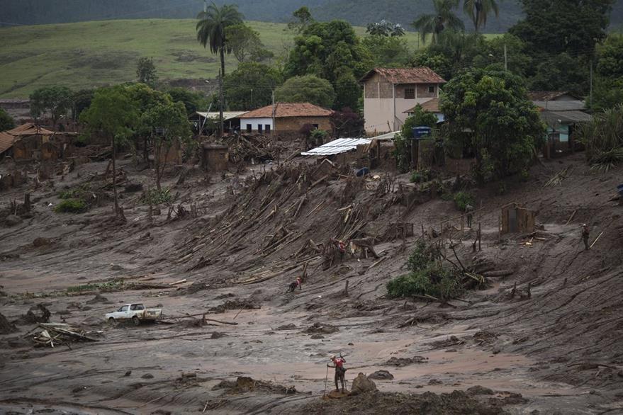 Bento Rodrigues, el poblado que quedó sepultado por miles de toneladas de lodo y agua. (Foto Prensa Libre: AP).