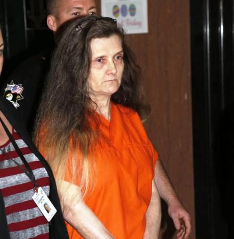 Mujer es encarcelada por vestirse de bruja y maltratar a su nieta