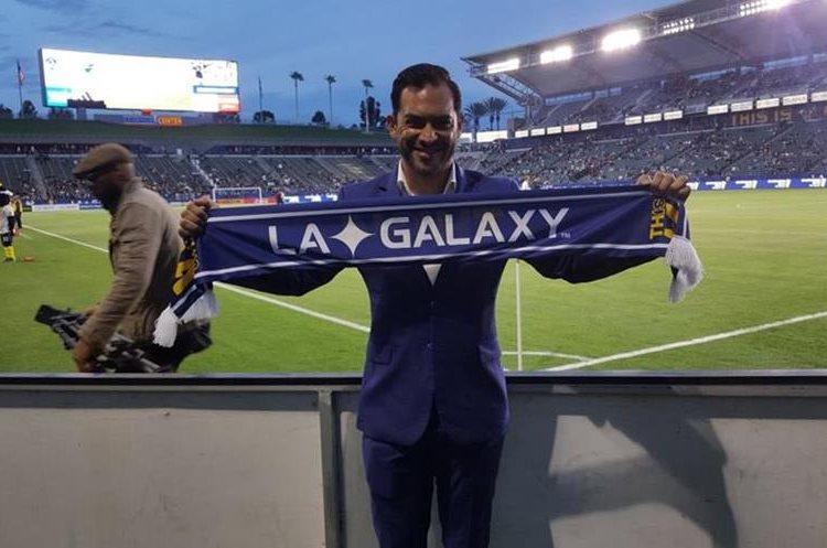 Durante el homenaje que le realizó el LA Galaxy Carlos Ruiz anunció su retiro como futbolista profesional. (Foto Prensa Libre: Hemeroteca PL).