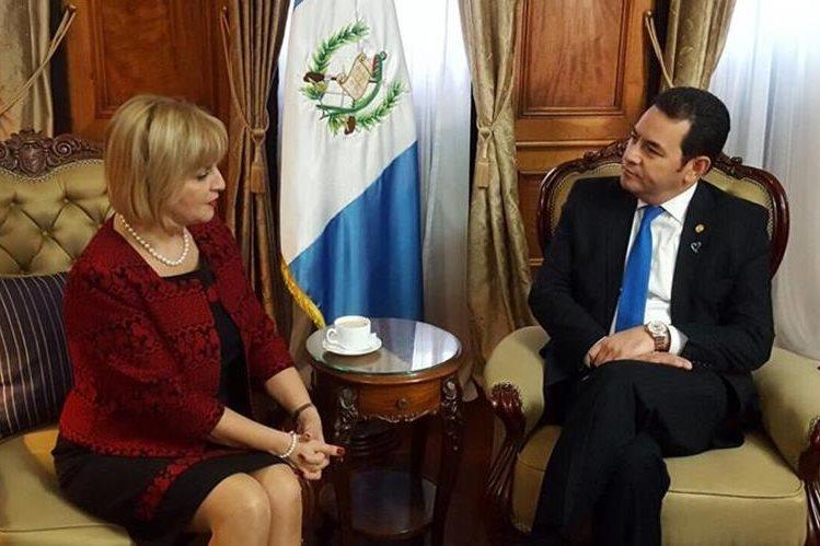 La embajadora de la Unión Europea en Guatemala Stella Zervoudaki, finaliza misión la próxima semana. (Foto Prensa Libre: Presidencia)
