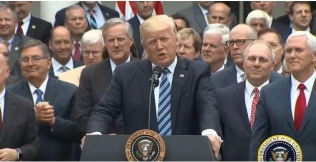 Foto original del anuncio de Trump. (Tomada del sitio huffingtonpost.es)