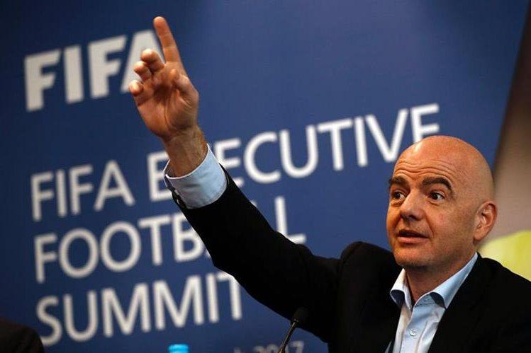 El presidente de la FIFA Gianni Infantino recordó a Estados Unidos que tiene que garantizar acceso total al país a jugadores, funcionarios y fanáticos. (Foto Prensa Libre: AFP)