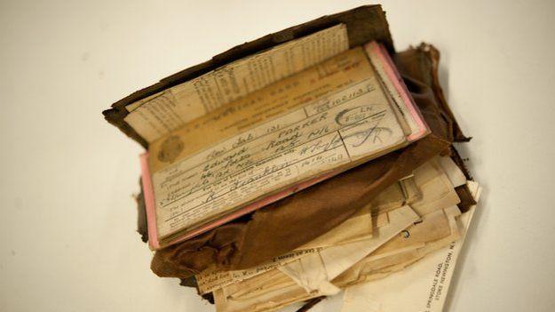 <em>Ilustración.Los documentos de identidad militares revelaron que la cartera pertenecía a Eligio Ramos. (Foto Prensa Libre: taringa.net).</em>