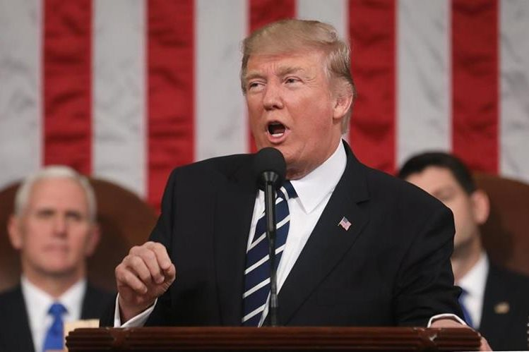 Trump habló el martes por sorpresa de la posibilidad de aprobar una reforma migratoria.(EFE).
