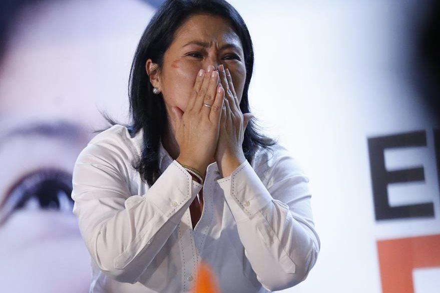 Keiko Fujimori ve como se le escapa de nuevo la posibilidad de ser presidenta de su país. (Foto Prensa Libre: AFP).