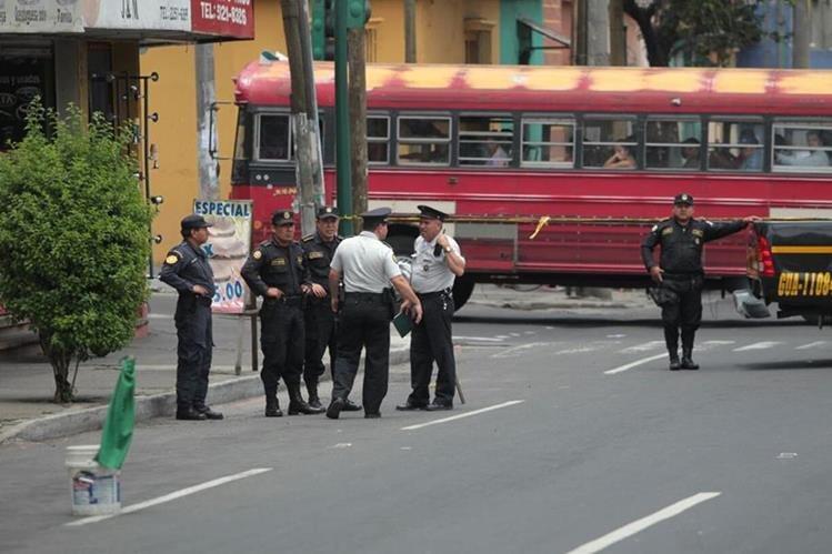 El ataque armando se registró en la Avenida Elena, cerca del Hospital General San Juan de Dios. (Foto Prensa Libre: Érick Avila)