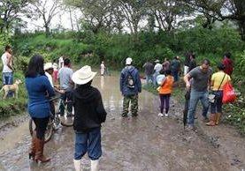 En Jalapa, las autoridades retomaron la búsqueda de la adolescente que fue arrastrada por una correntada el sábado en la tarde, temen que haya fallecido. (Foto Prensa Libre: Hugo Oliva)