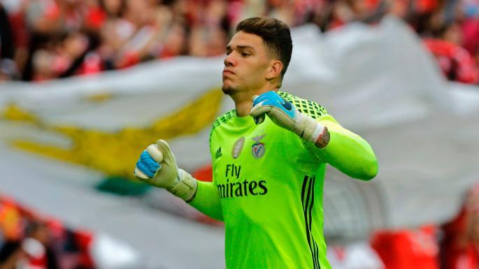 El portero brasileño Ederson Moraes procedente del Benfica sería el nuevo portero del Mánchester City. (Foto Prensa Libre: Hemeroteca)