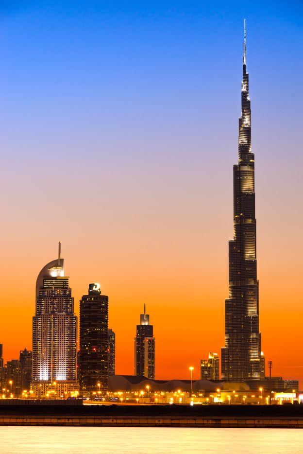 ¿Te imaginas el trabajo que requirió la construcción del elevador del edificio más alto del mundo? GETTY IMAGES