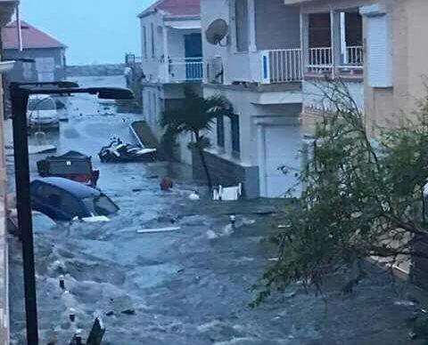 Huracán Irma dejó destrucción en Barbuda. (Foto Prensa Libre: ABS Television)
