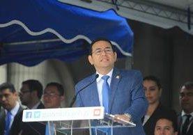 El Presidente durante su discurso de inauguración del Desfile Cívico Escolar, el 15 de septiembre, última actividad pública. (Foto Prensa Libre: Hemeroteca PL)