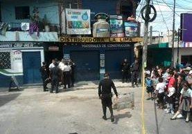 Dos mujeres de 45 y 62 años murieron víctimas de un enfrentamiento entre pandilleros y la PNC. (Foto Prensa Libre: Érick Ávila)