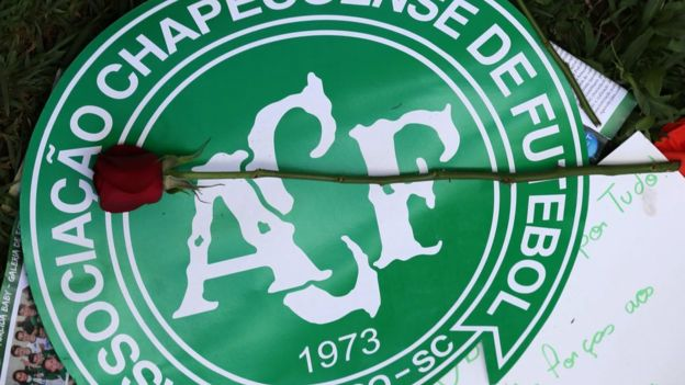 La tragedia del Chapecoense enlutó el mundo del deporte que se unió bajo la etiqueta #ForzaChape. (Reuters)