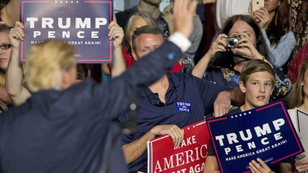 """""""Hacer a Estados Unidos grande nuevamente"""", es el lema de campaña de Trump, pero muchas de sus propuestas han sido criticadas por su falta de consistencia. ASSOCIATED PRESS"""