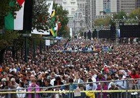 El Papa culminó su gira por EE. UU. con una multitudinaria misa en Filadelfia.