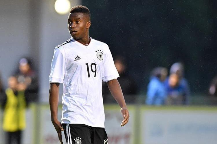 Las capacidades goleadores de Moukoko y las dudas sobre su edad lo han puesto bajo la lupa. (Foto Prensa Libre: AFP)
