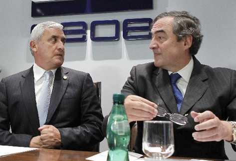 Otto Pérez Molina durante la reunión con el presidente de la CEOE, Juan Rosell. (Foto Prensa Libre: EFE)