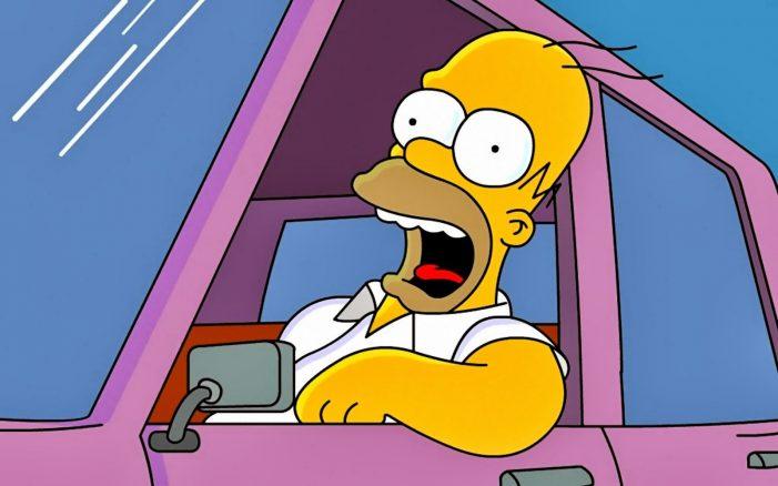 Homero Simpson tiene incontables aventuras en su automóvil. (Foto Prensa Libre: Hemeroteca PL)
