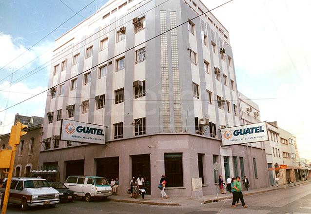 Agencia de la zona 1 de la desaparecida Guatel. (Foto: Hemeroteca PL)