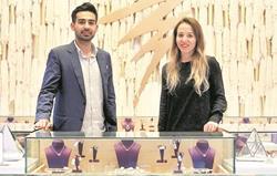 Alessandra Robles, de 29 años, y Yuvraj Pahuja, 30, establecieron la joyería Alessa Designs hace siete años, en Guatemala. (Foto Prensa Libre: Álvaro Interiano)