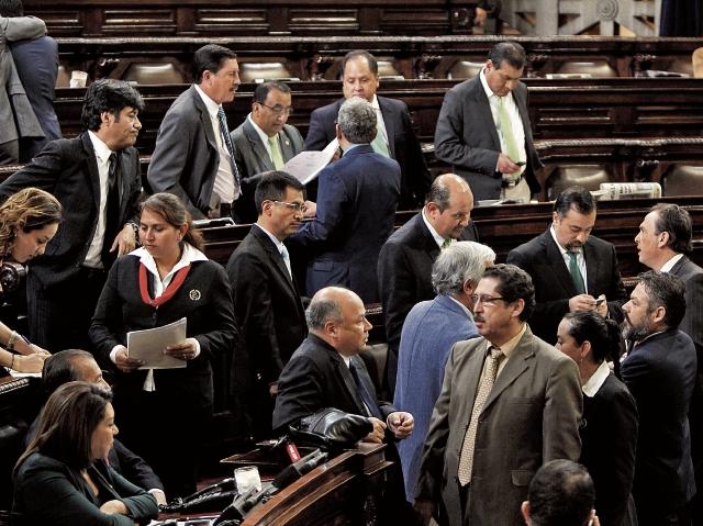 Diputados de diferentes bancadas se enfrentaron ayer por la iniciativa de reformas a la Ley de Bancos y Grupos Financieros.