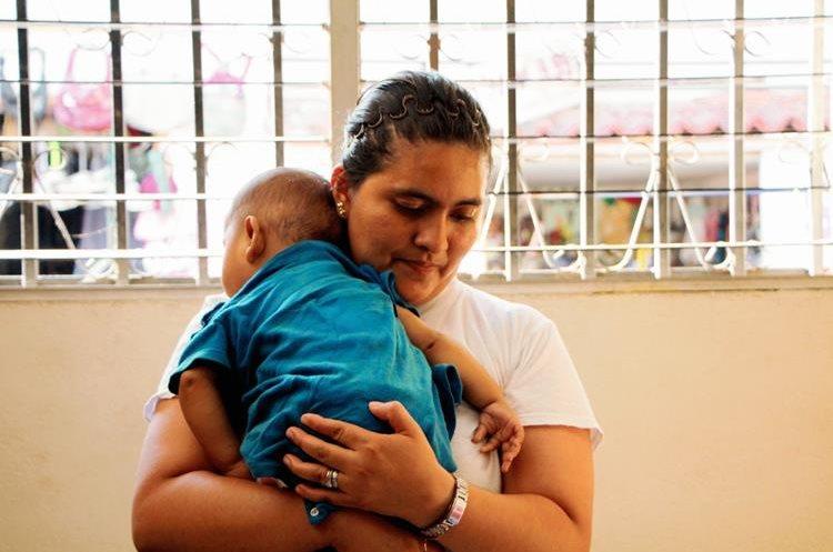 El bebé  de 6 meses será entregado a un familiar. (Foto Prensa Libre: Rolando Miranda)