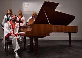 La casa de subastas Sothebys anunció que el ofertará en Londres el piano del célebre grupo sueco de pop Abba. (Foto Prensa Libre: AFP)