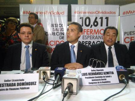 El diputado Luis Hernández Azmitia citó a 72 funcionarios del Ministerio de Salud. En junio pasado el parlamentario fue cuestionado porque suspendió, mediante un convenio con el Gobierno, la interpelación al ministro de salud de ese entonces. (Foto, Prensa Libre: Hemeroteca PL)