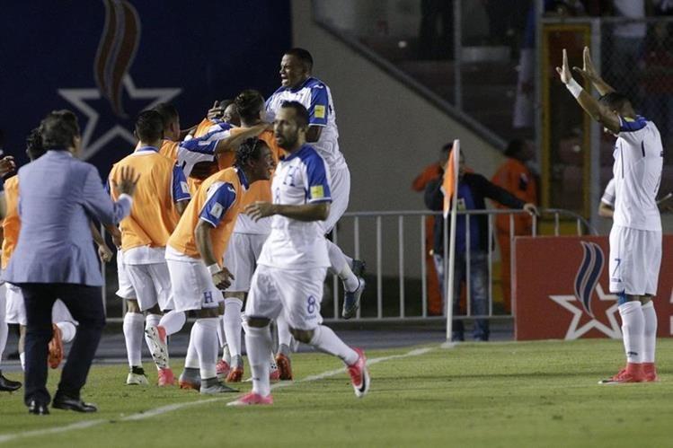El seleccionador de Honduras, el colombiano Jorge Luis Pinto, convocó hoy a 28 jugadores para disputar la Copa Oro. (Foto Prensa Libre: AFP)