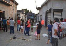 Investigadores de la PNC recaban evidencias en el mercado La Terminal, zona 4 de la cabecera de Retalhuleu. (Foto Prensa Libre: Jorge Tizol)
