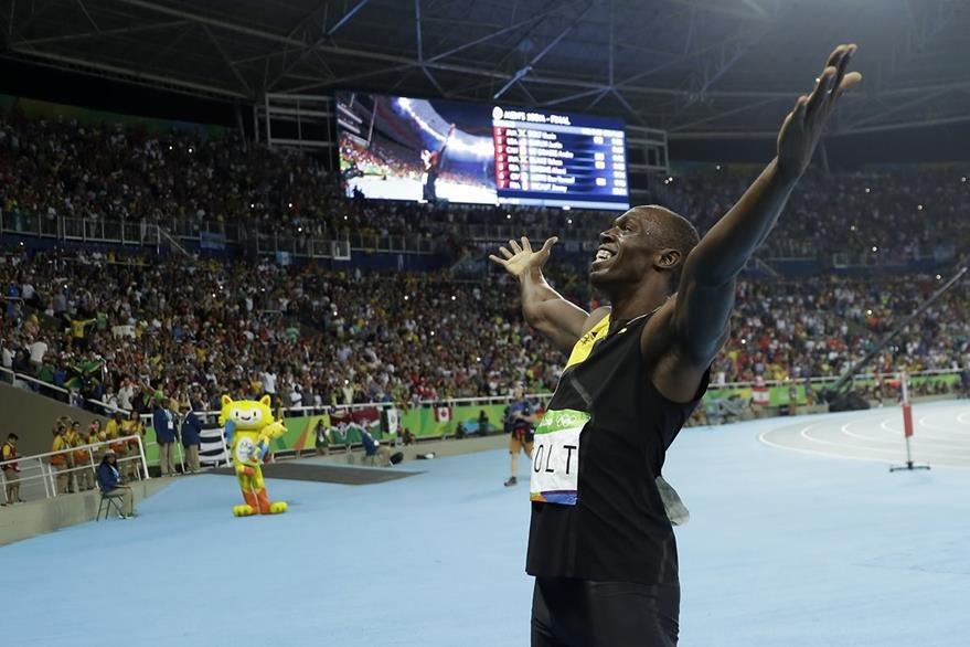 La celebración dorada de Bolt. (Foto Prensa Libre: AP)
