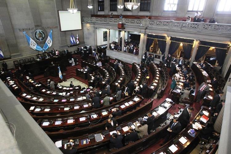 Legisladores aplazan la aprobación por artículos y redacción final de la Ley de Servicio Civil del Congreso. (Foto Prensa Libre: Érick Ávila)