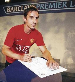 El técnico Gary Neville fue dado de baja del Valencia. (Foto Prensa Libre: Hemeroteca PL)