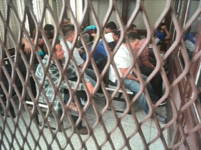 Las penas impuestas en contra de 26 miembros de la junta de seguridad de Ciudad Quetzal son de 6 a 20 años de prisión, según el fallo del Tribunal A de Mayor Riesgo. (Foto Prensa Libre: Estuardo Paredes)