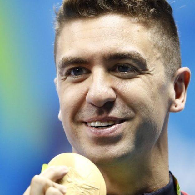 """Anthony Ervin dijo que quiere conservar su medalla """"por ahora"""". (AFP)"""