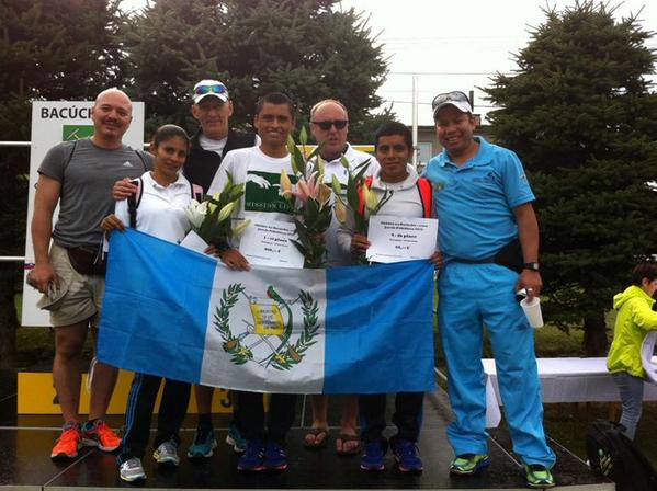 Así celebraron en el podio Barrondo y Ortíz. (Fotos Prensa Libre: Comité Olímpico Guatemalteco)
